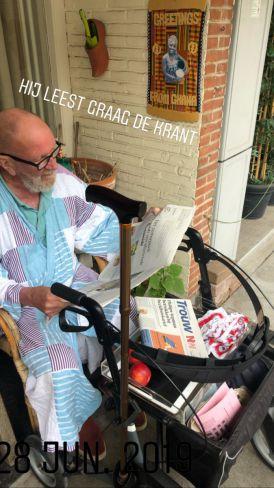 Johan leest de krant