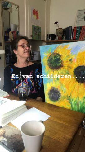 Marijke met haar schilderij