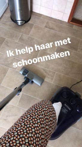 Isis helpt met schoonmaken